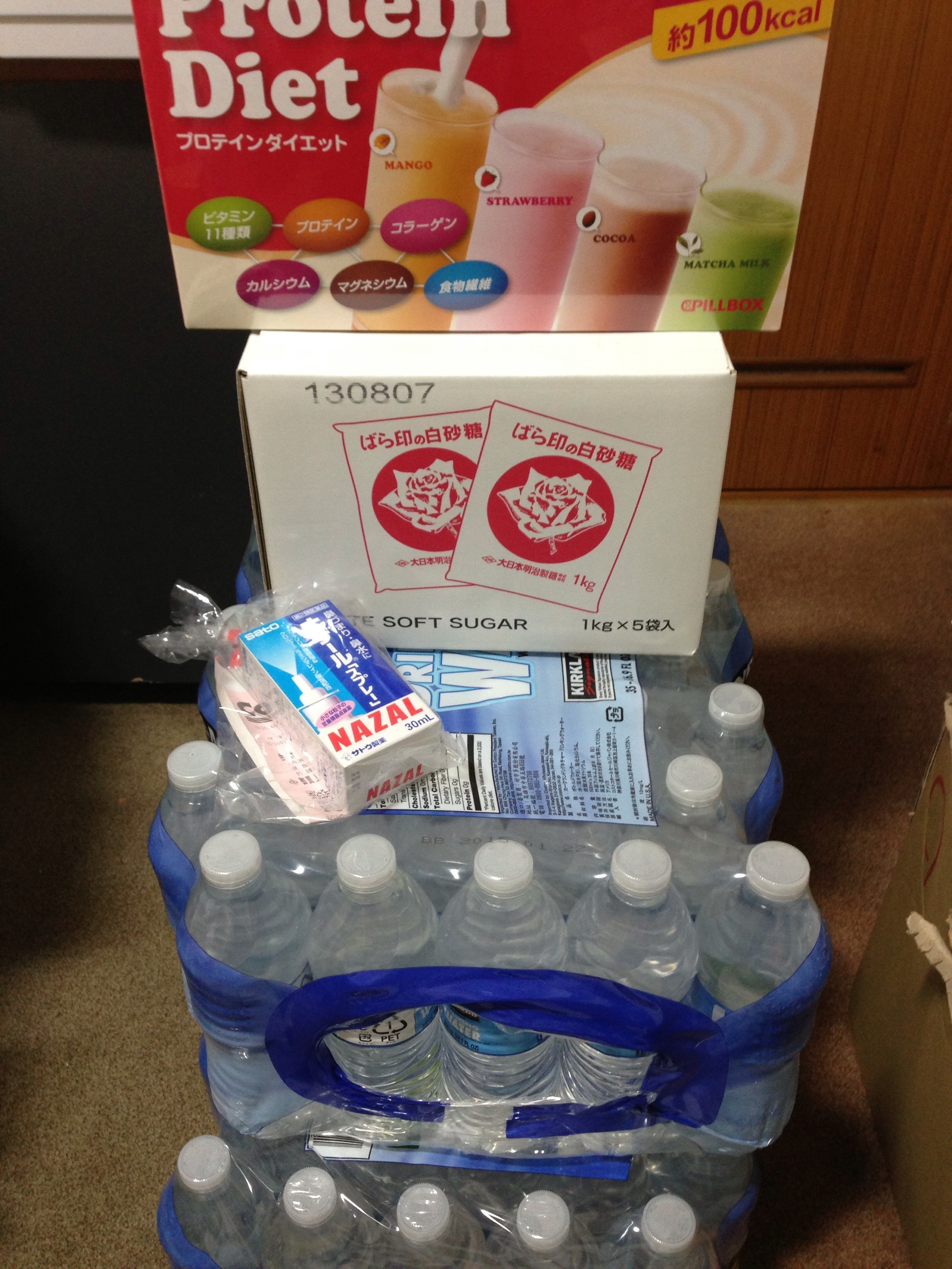 お水、プロテインダイエット、鼻炎のナザールスプレー。