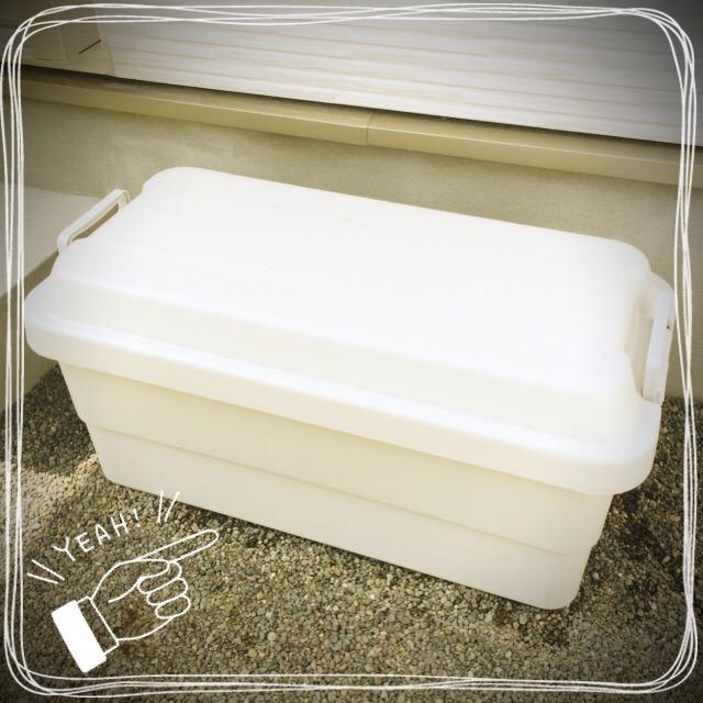 頑丈収納ボックスには、ざっくり焚き火関係、調理関係に分けて収納。