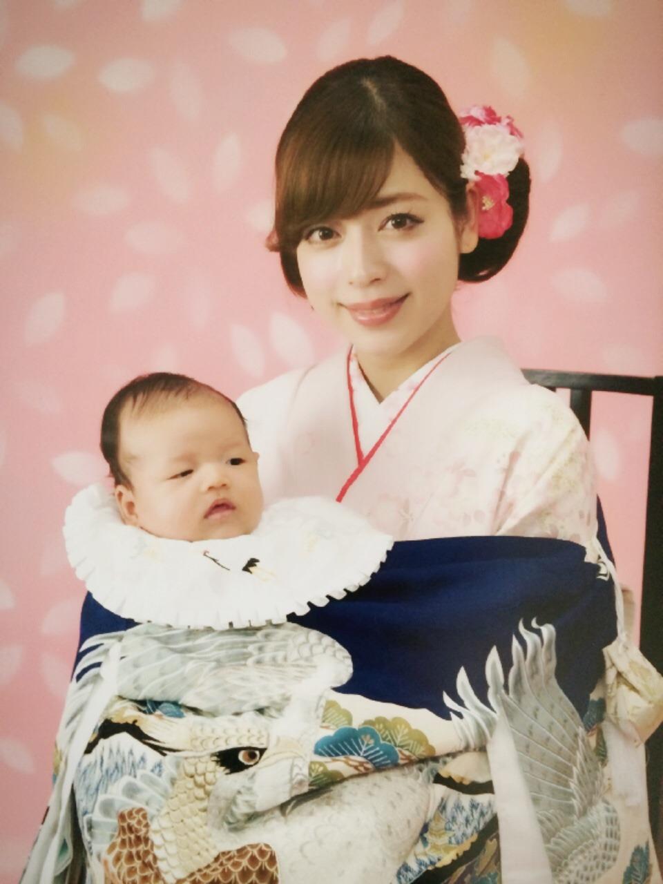 秋冬お詣り写真 母の服装 ピンクの訪問着の着物 髪アップ