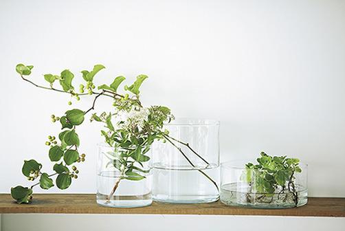 1つ使いでもセット使いでもおしゃれだし、フルーツなど花以外を入れてもよし! 「CYLINDER花瓶/ボウル3個セット」\2,499(イケア)