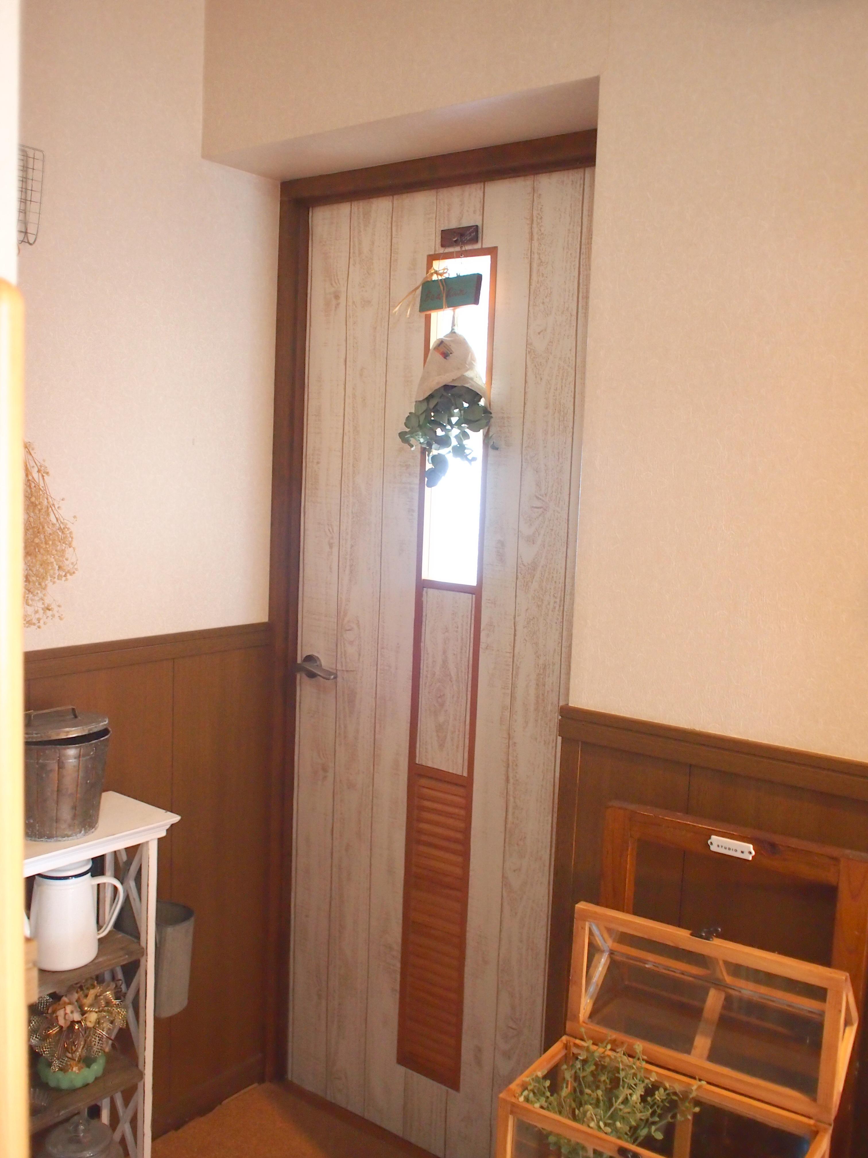 壁紙でドアをリメイク 元気のミナモト
