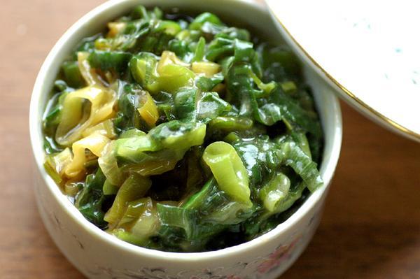 先日の一ヶ月に一度の大まとめ買いで買ってきた98円の泥葱などは青い部分がまったくカットされていない状態です。 焼きびたしなど葱 をたっぷり使う料理を作っても青い