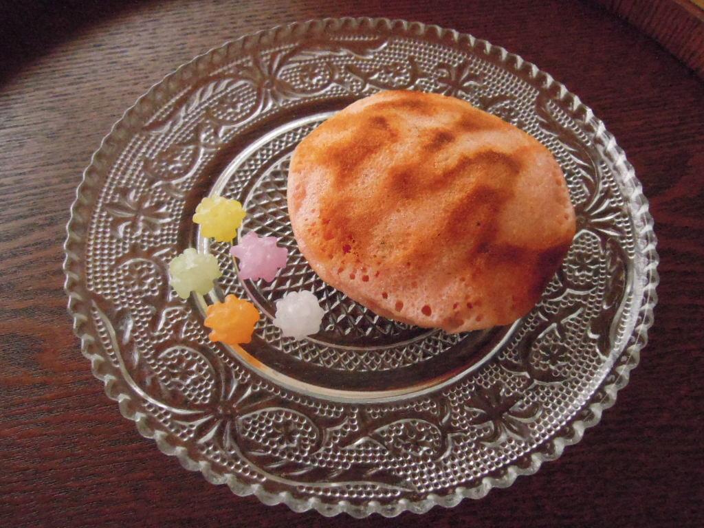 無印良品の桜もち入りどら焼きと金平糖。