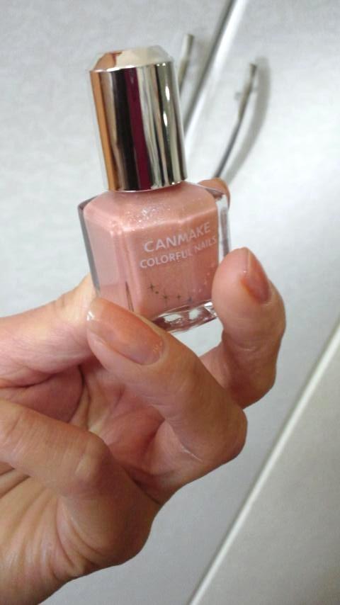 ネイルはCANMAKEのベージュ♪ 大人カラーで控えめなネイルにしたい時にお勧めです♪